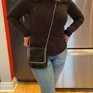 Nina shiny black cross-body